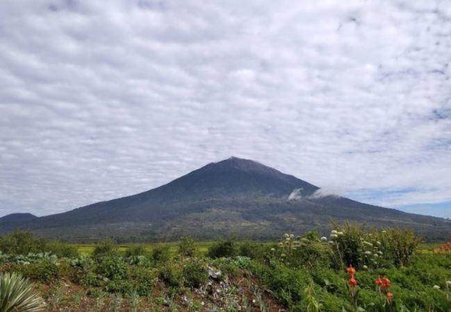 Gunung tertinggi di indonesia kerinci