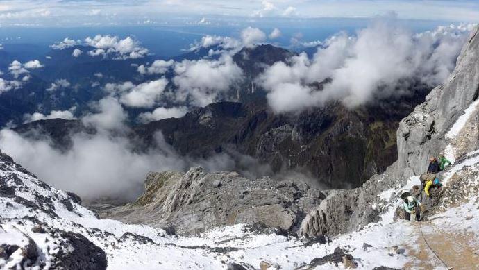 CARSTENZ PYRAMID PAPUA, gambar pemandangan alam indah