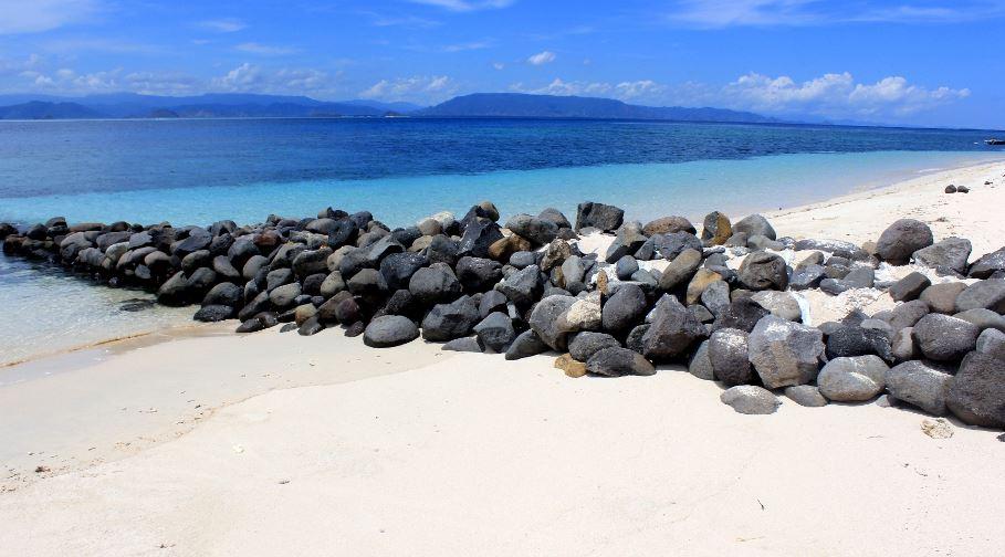 Pantai pasir putih pulau kondo