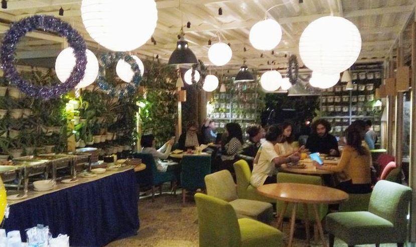 Tempat nongkrong, cafe halaman