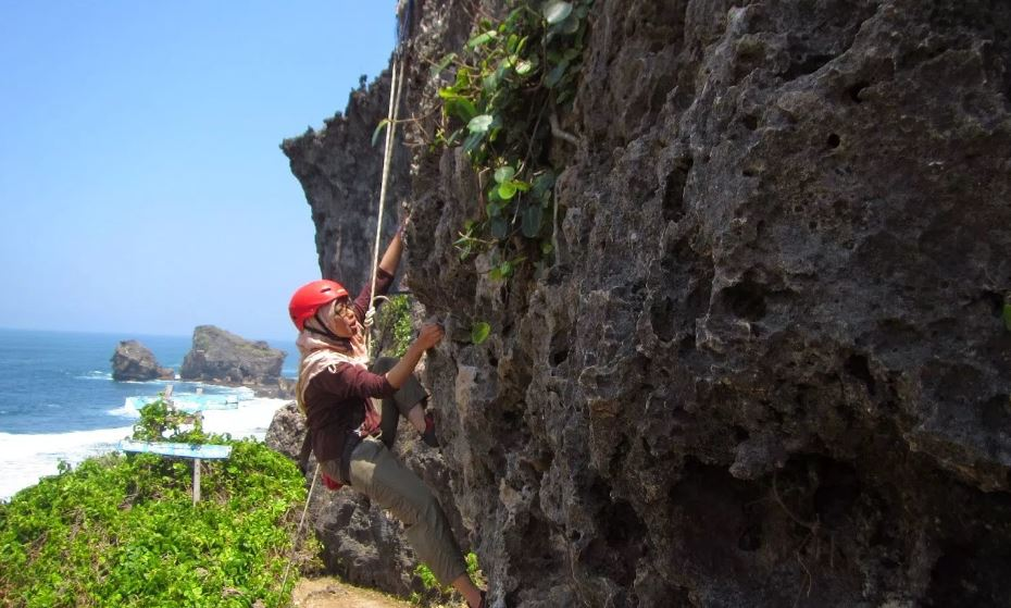 Rock climbing at Siung Beach, Gunung Kidul