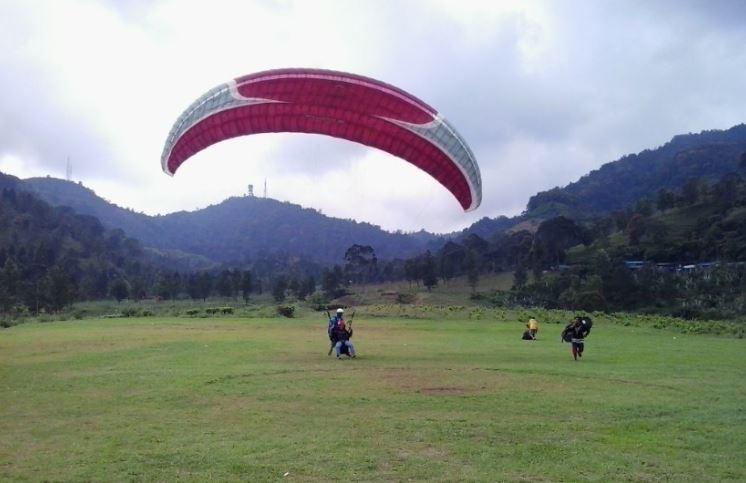 Paralayang Bukit Gantole Puncak-Tempat Wisata di Bogor