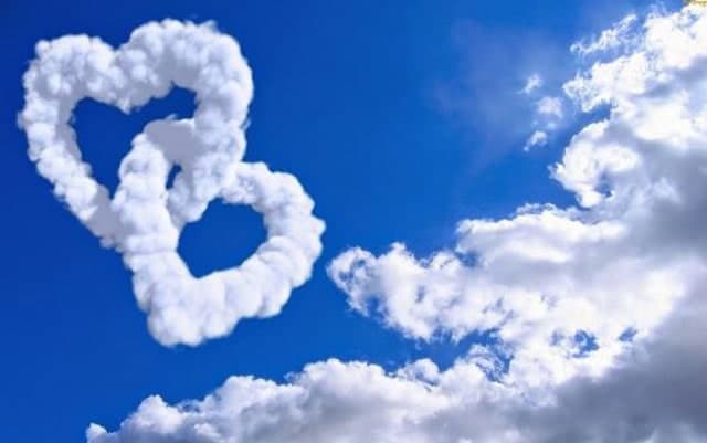 Bambar awan berbentuk love