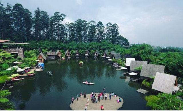 danau sekitar dusun bambu tempat wisata