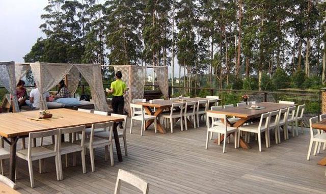 tempat makan di objek wisata dusn bambu family leisure park
