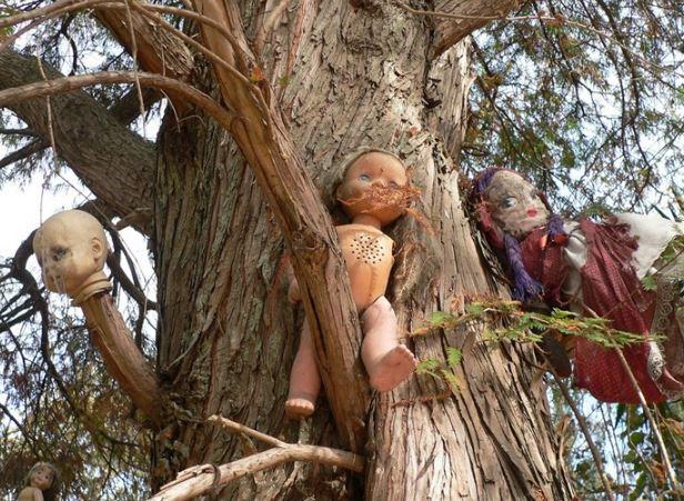 dolls on the tree in dolls island