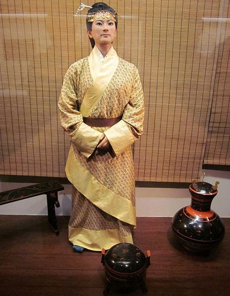 A statue of a lady dai